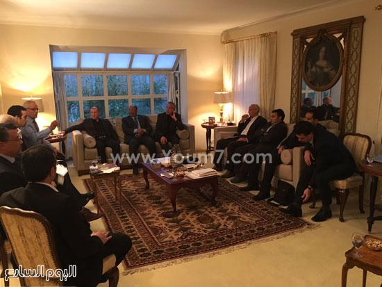 الجالية المصرية بسويسرا مع السفير (1)