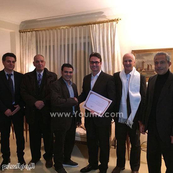 الجالية المصرية بسويسرا مع السفير (2)