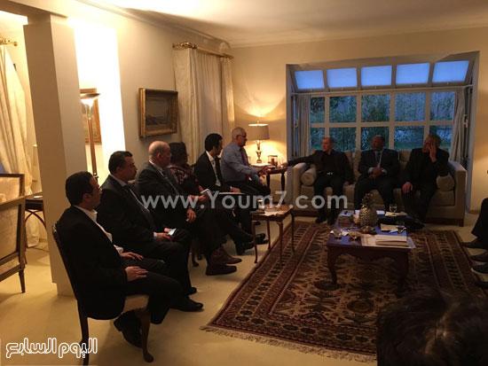 الجالية المصرية بسويسرا مع السفير (3)