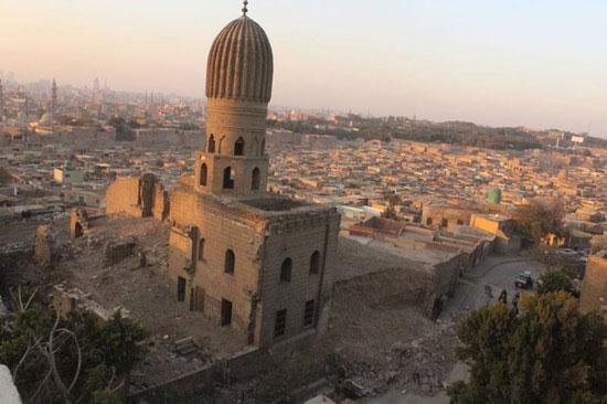 انهيار سور القرافة المجاور لمسجد الأنسى (3)