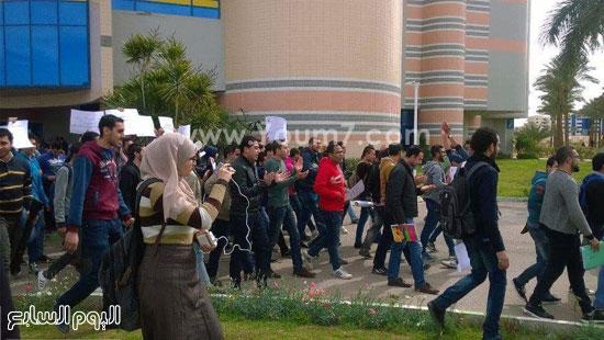 بالصور طلاب معهد تكنولوجيا بالعاشر يتظاهرون للأسبوع الثانى اليوم السابع