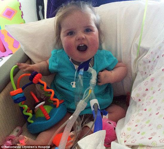 طفلة أمريكية تحارب المرض بـ12 عملية جراحية (1)