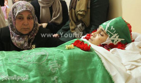 تشييع جثمان المراهقة الفلسطينية كلزار العويرى (7)