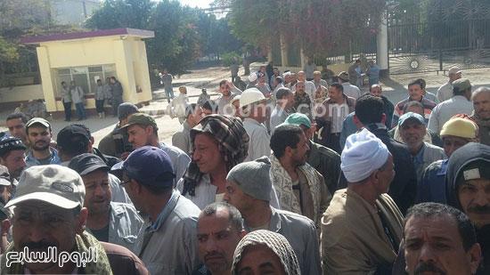وقفة العاملين بمصنع سماد أسيوط (4)