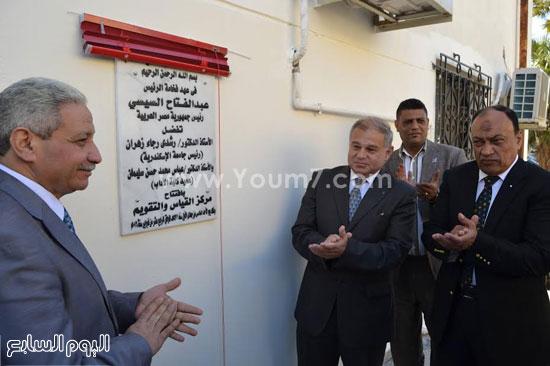 رئيس جامعة الإسكندرية يفتتح معمل علم النفس بكلية الآداب (1)
