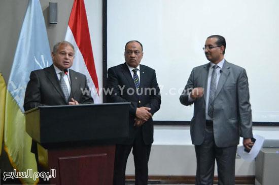 رئيس جامعة الإسكندرية يفتتح معمل علم النفس بكلية الآداب (3)