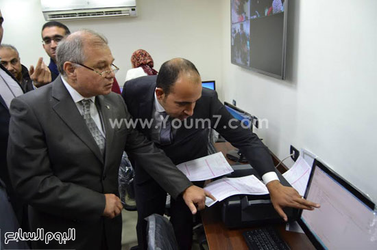 رئيس جامعة الإسكندرية يفتتح معمل علم النفس بكلية الآداب (5)