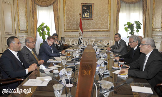 لقاء رئيس الوزراء مع رؤساء تحرير الصحف (6)