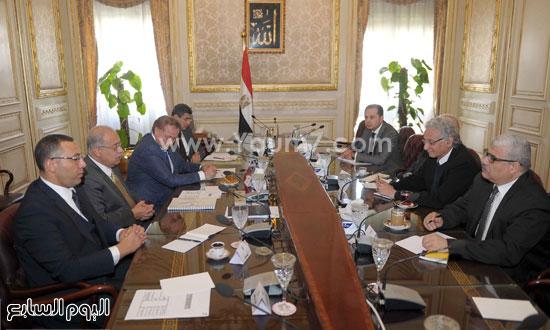 لقاء رئيس الوزراء مع رؤساء تحرير الصحف (9)