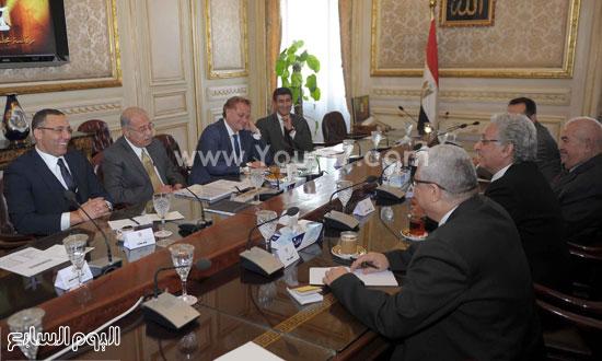 لقاء رئيس الوزراء مع رؤساء تحرير الصحف (10)