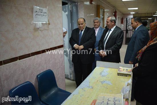محافظ الدقهلية يحيل مدير مستشفى طلخا للتحقيق (3)