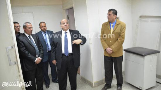 محافظ الدقهلية يحيل مدير مستشفى طلخا للتحقيق (11)