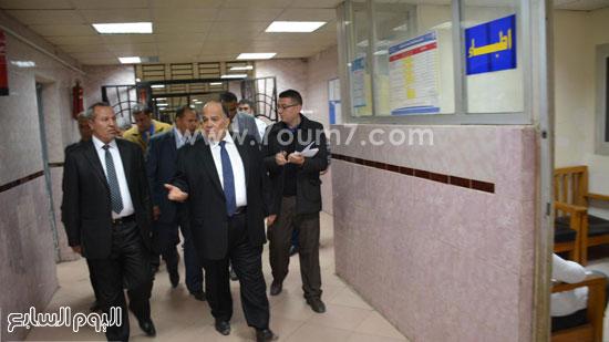 محافظ الدقهلية يحيل مدير مستشفى طلخا للتحقيق (16)