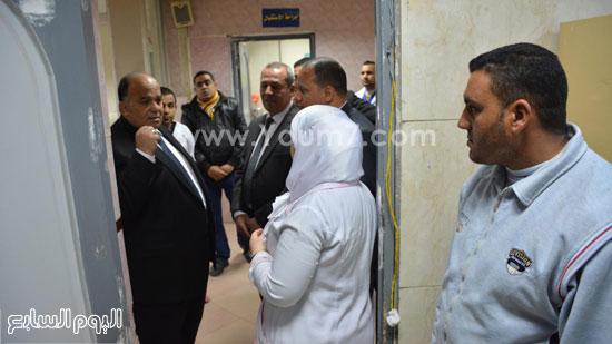 محافظ الدقهلية يحيل مدير مستشفى طلخا للتحقيق (18)