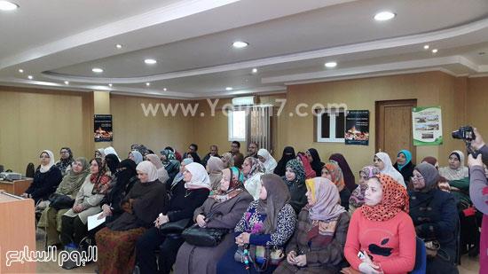 ندوة بعنوان تمكين المرأة اقتصاديا واجتماعيا بجامعة طنطا (1)