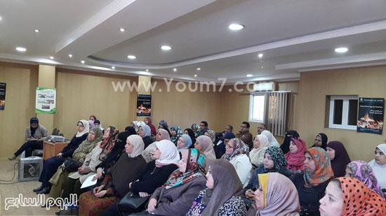 ندوة بعنوان تمكين المرأة اقتصاديا واجتماعيا بجامعة طنطا (3)