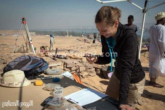 البحث عن الاكتشافات الأثرية بأسوان (2)