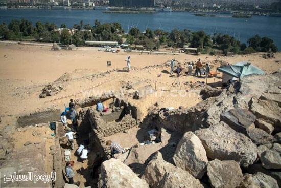 البحث عن الاكتشافات الأثرية بأسوان (3)