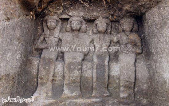 البحث عن الاكتشافات الأثرية بأسوان (9)