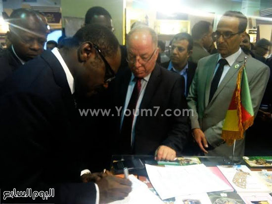 وزير ثقافة الكاميرون يتفقد معرض القاهرة للكتاب (3)
