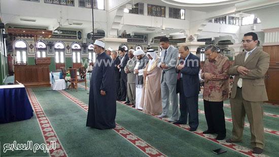 أحمد-الطيب-يزور-مسجد-الأزهر-بجاكرتا-(1)