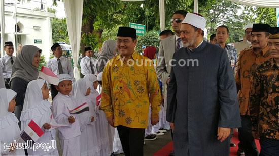 أحمد-الطيب-يزور-مسجد-الأزهر-بجاكرتا-(4)