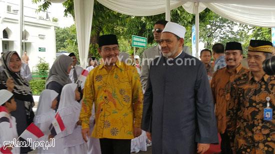 أحمد-الطيب-يزور-مسجد-الأزهر-بجاكرتا-(6)