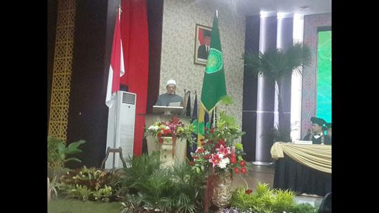 الإمام الاكبر بعد منحه الدكتوراه بإندونيسيا (2)