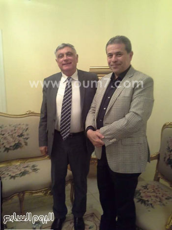 توفيق عكاشة مع السفير الإسرائيلي بالقاهرة (1)