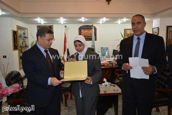 جمال سرور وزير القوى العامله يكرم المحالين للمعاش (1)