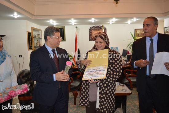 جمال سرور وزير القوى العامله يكرم المحالين للمعاش (2)