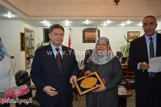 جمال سرور وزير القوى العامله يكرم المحالين للمعاش (3)