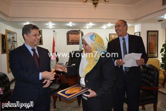 جمال سرور وزير القوى العامله يكرم المحالين للمعاش (4)