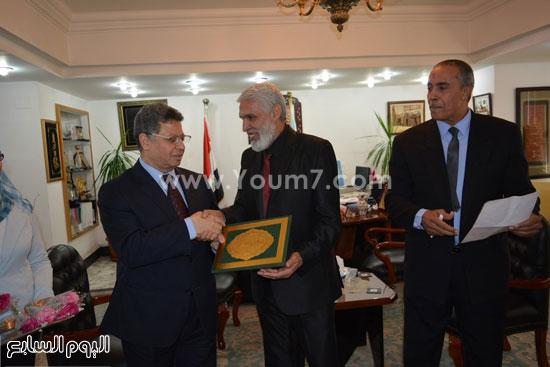جمال سرور وزير القوى العامله يكرم المحالين للمعاش (6)