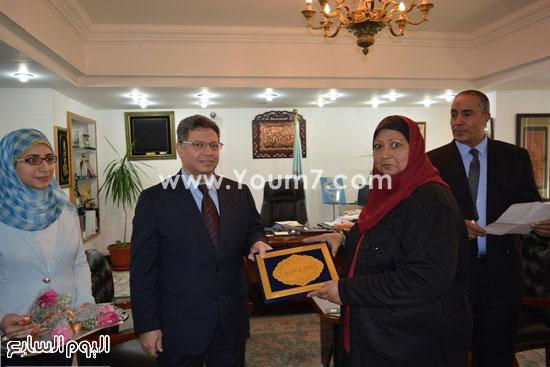 جمال سرور وزير القوى العامله يكرم المحالين للمعاش (7)