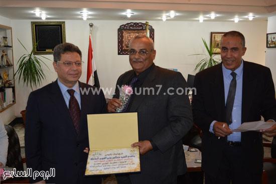 جمال سرور وزير القوى العامله يكرم المحالين للمعاش (8)
