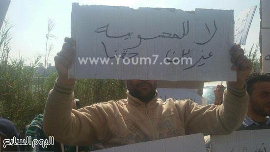 مظاهرة لسكان بقرية ميت عنتر لتوظيفهم بمصنع السماد بالدقهلية (1)