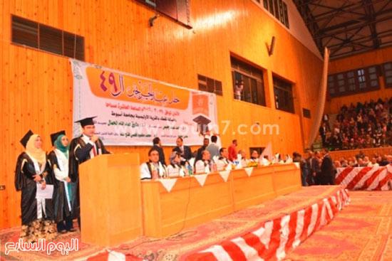 تخرج طلاب -كليه الطب- جامعه اسيوط (2)