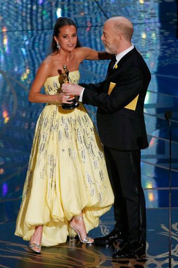 94f9af760fbd6 أليسيا فيكاندير تفوز بأوسكار أفضل ممثلة مساعدة - اليوم السابع