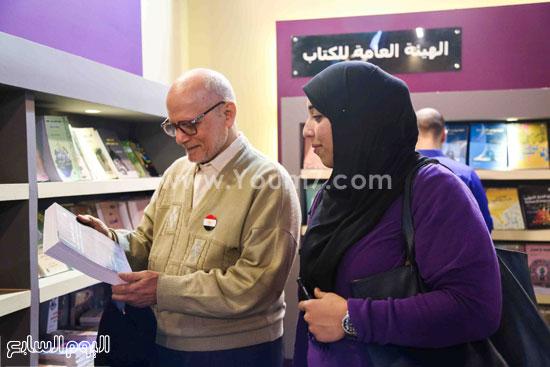 عم إسماعيل أقدم زائر لمعرض الكتاب (1)