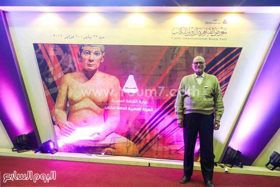 عم إسماعيل أقدم زائر لمعرض الكتاب (3)
