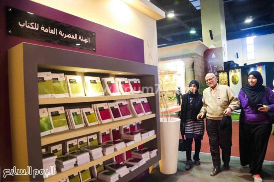 عم إسماعيل أقدم زائر لمعرض الكتاب (7)