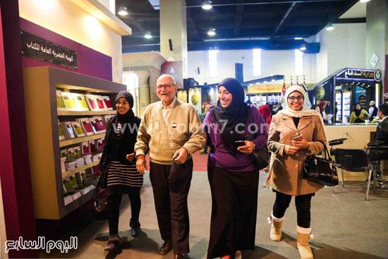عم إسماعيل أقدم زائر لمعرض الكتاب (8)