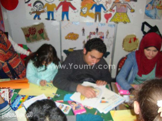 أطفال-معرض-الكتاب-يتحدون-الطقس-للاستمتاع-بفعاليات-مخيم-الطفل-(9)