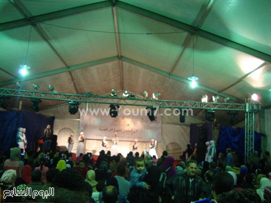 أطفال-معرض-الكتاب-يتحدون-الطقس-للاستمتاع-بفعاليات-مخيم-الطفل-(17)