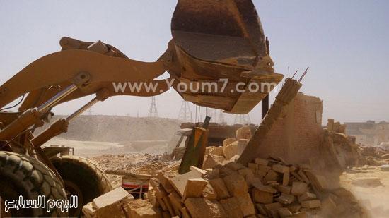 حملة أمنية لإزالة التعديات على أراضى الدولة بشق التعبان  (3)