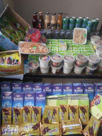 ضبط 305 علبة حلوى وعصائر منتهية الصلاحية بمطروح (5)