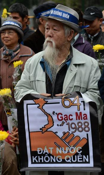 320161410418338فيتنام-الصين-ذكرى-مقتل-64-جندى--(5).jpg