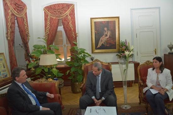لقاء وزير التعليم مع السفير الهولندى (1)