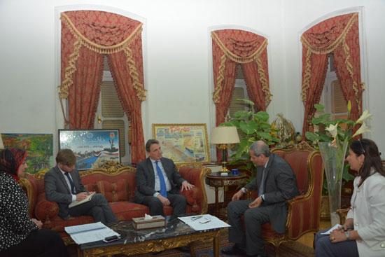 لقاء وزير التعليم مع السفير الهولندى (2)